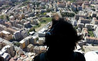 http://www.seguonews.it/caltanissetta-sorvegliata-dallalto-e-da-terra-dalla-polizia-controllate-centinaia-di-persone-e-mezzi