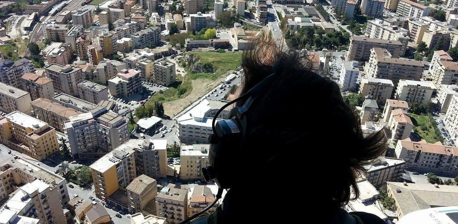 Caltanissetta sorvegliata dall'alto e da terra dalla Polizia. Controllate centinaia di persone e mezzi