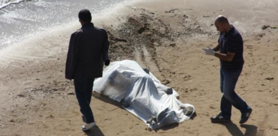 """Cadavere di anziana ritrovato sulla spiaggia di Gela. Ipotesi suicidio: """"Soffriva di depressione"""""""