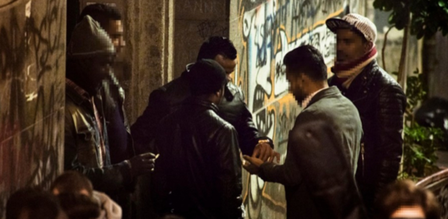 """Blitz dei carabinieri alla Provvidenza, scoperta """"centrale"""" della droga: arrestati sei africani"""