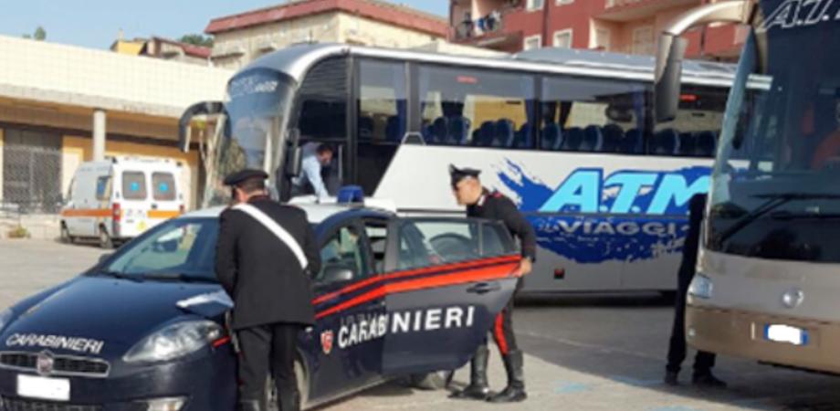 Gite scolastiche sicure, controlli degli autobus nel Nisseno. Ispezioni dei carabinieri su mezzi e autisti