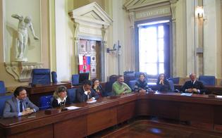 http://www.seguonews.it/dehors-a-caltanissetta-le-commissioni-fissano-le-regole-prevista-la-progettazione-delle-strutture-al-comune