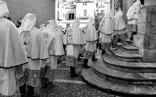 http://www.seguonews.it/scatti-dellanima-lillo-micciche-fotografa-la-devozione-da-sabato-la-mostra-a-palazzo-moncada