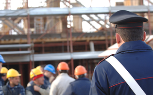 http://www.seguonews.it/lavoro-nero-a-caltanissetta-sospese-quattro-imprese-carabinieri-scoprono-irregolarita-multe-per-41-mila-euro