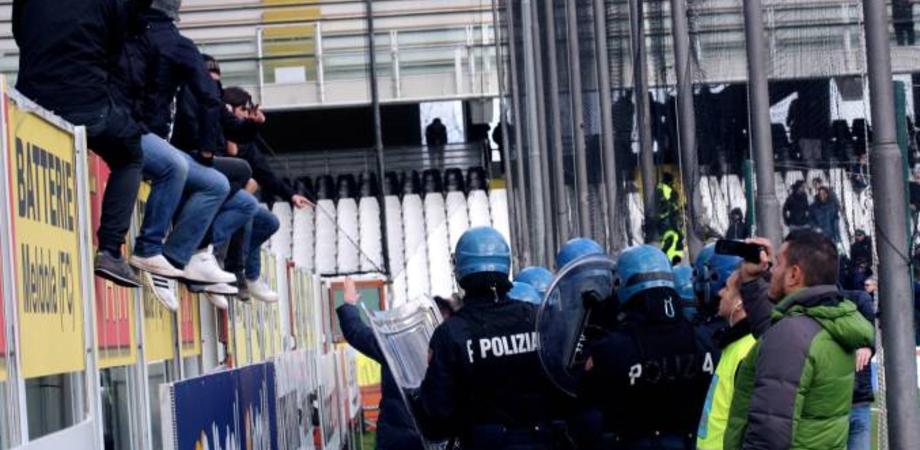 """Tifosi gelesi aggrediti al """"Palmintelli"""" prima del match. Digos denuncia tre supporters della Nissa"""
