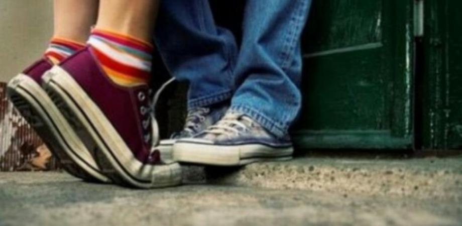 Il caso. La Cassazione: rubare bacio sulla guancia non è violenza sessuale