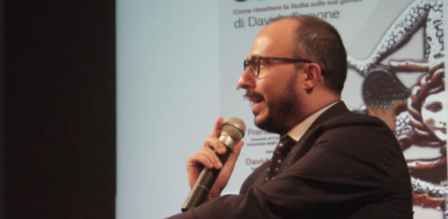"""""""Sottosopra"""". Domenica a Villa Barile Davide Faraone presenta il suo libro"""