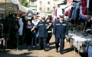 http://www.seguonews.it/mercatino-pian-del-lago-pugno-di-ferro-contro-gli-abusivi-plauso-di-federaziende-tutelati-venditori-legali