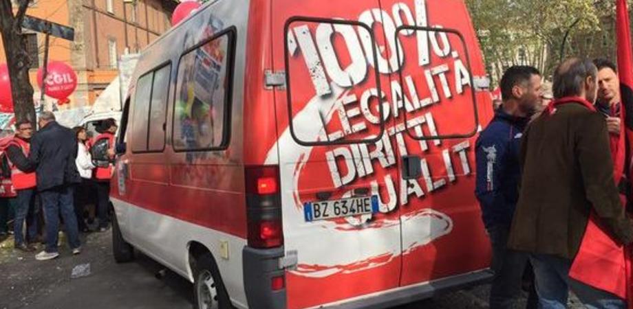 """Caporalato e lavoro nero nel Nisseno, campagna Cgil """"Tenda Rossa"""". Il 20 maggio focus su sfruttamento"""
