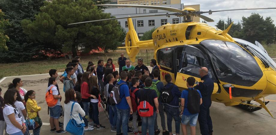 Il 118 di Caltanissetta apre le porte alle scuole: studenti a lezione di primo soccorso