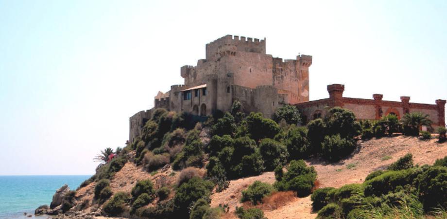 """Castello di Falconara, Arancio (Pd): """"Verificare la regolarità della concessione demaniale"""""""