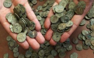http://www.seguonews.it/monete-antiche-in-una-ferramenta-del-nisseno-scoperta-della-polizia-due-persone-denunciate-per-ricettazione