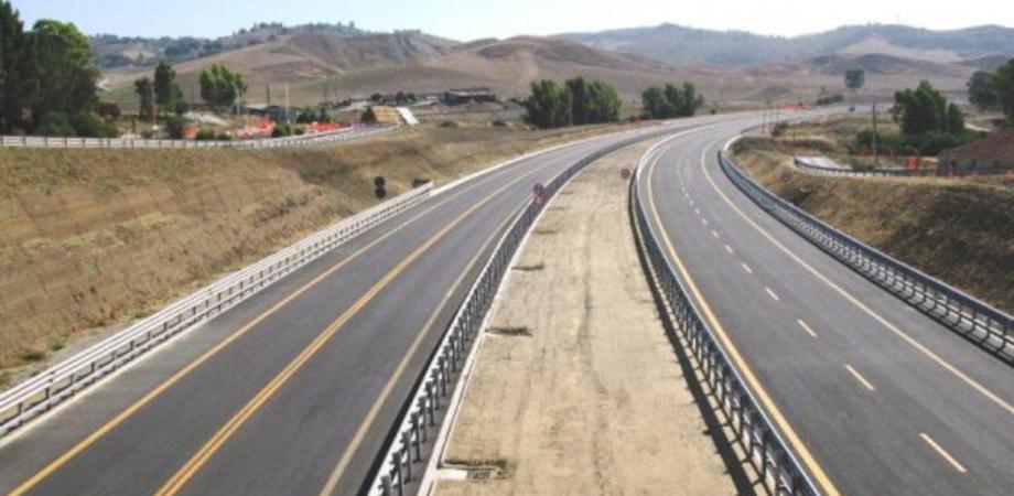 Caltanissetta: aperto un tratto di 5 km della statale 640 a quattro corsie