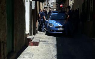 http://www.seguonews.it/sorprende-ladro-in-casa-alla-strata-a-foglia-le-volanti-braccano-giovane-con-la-refurtiva