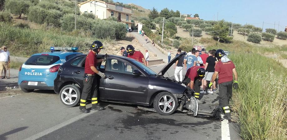 L'incidente a Sabucina, ancora gravi i due amici. La Polstrada valuta l'eccesso di velocità
