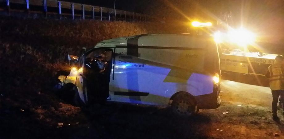 Furgone fuori strada nella notte ad Anghillà, ferito autista di San Cataldo