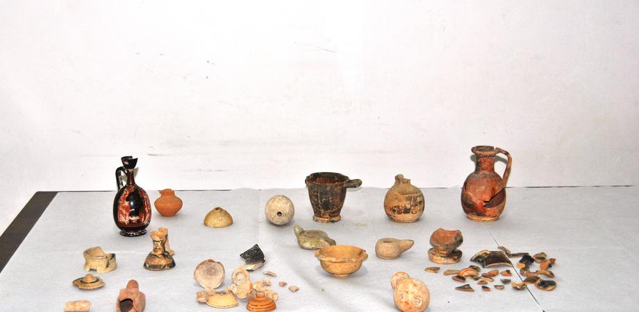 La vecchia stazione scrigno di reperti archeologici: nel Nisseno la scoperta della Polizia