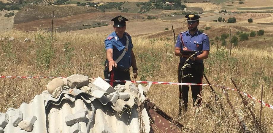 """Scoperta """"pattumiera"""" di rifiuti in campagna: carabinieri denunciano possidente di Resuttano"""