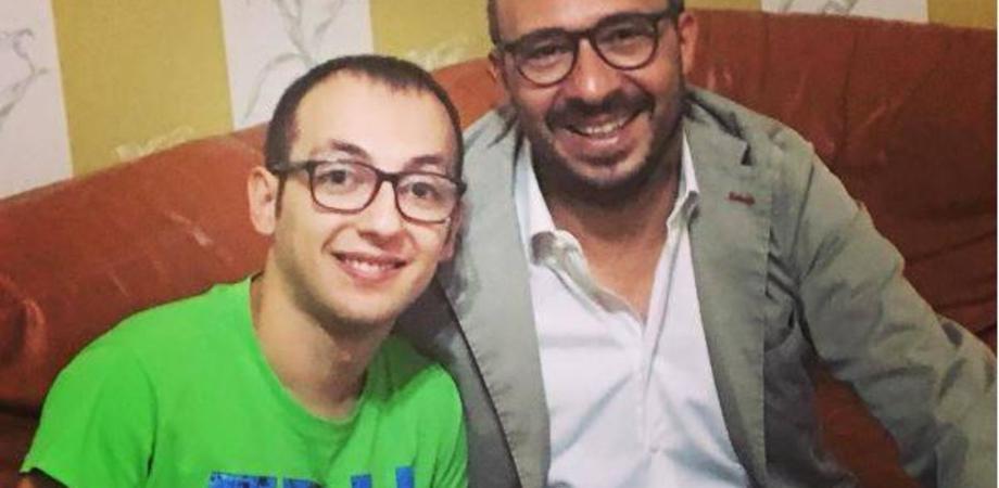 Faraone incontra Samuele, il diplomato autistico di Gela. ll sogno: incontrerà Gerry Scotti