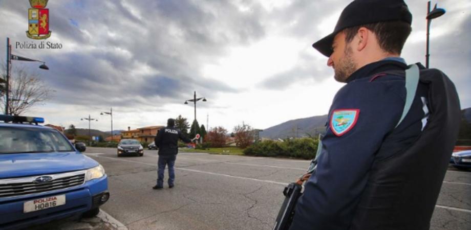 Sicurezza, controlli della Polizia a Caltanissetta. Giovane trovato con hashish: segnalato