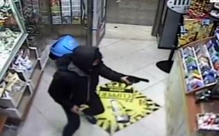 https://www.seguonews.it/assalto-a-tabaccheria-di-sommatino-rapinatori-strappano-collana-a-titolare-e-fuggono