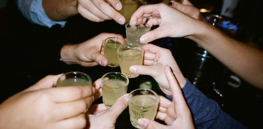 """Alcolici causano 7 diversi tumori. Ricerca straniera: """"Più bevi più rischio sale"""""""
