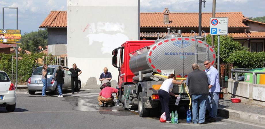 Villaggio Santa Barbara senz'acqua, attivate autobotti per i residenti. Caltaqua ripete i controlli sulla qualità