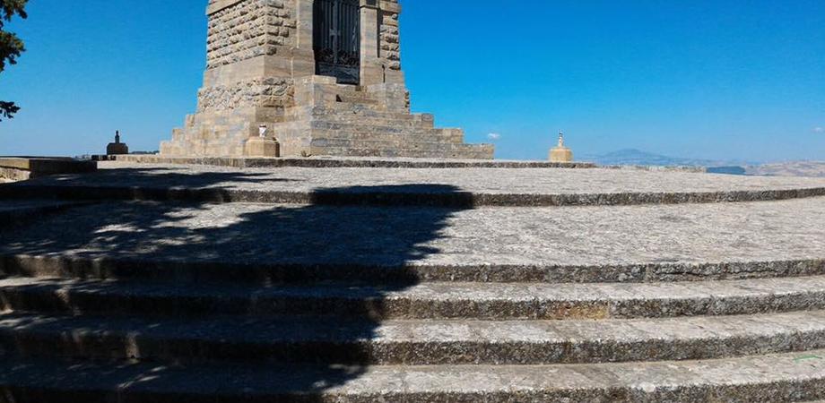 """Via i rifiuti, ripulito il piazzale del Redentore. L'assessore Margherita: """"I cittadini rispettino il nostro patrimonio"""""""