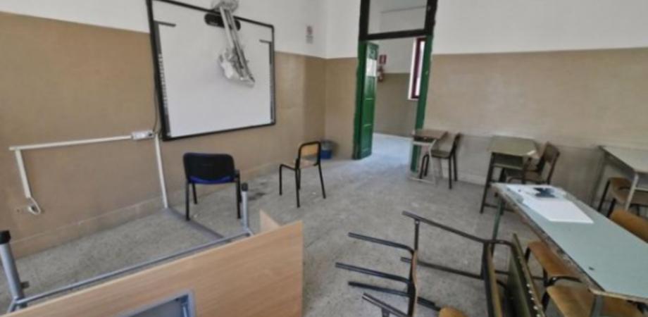 Teppisti all'istituto Alberghiero di San Cataldo. Distrutte finestre e impianto antincendio