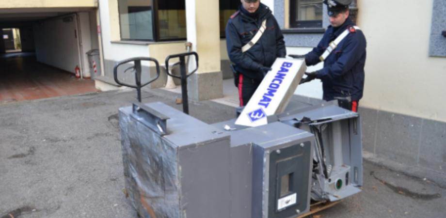 Bancomat rubato a Sommatino, arrestati due fratelli. Caccia agli altri membri della banda