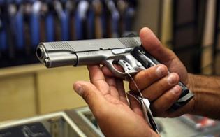 http://www.seguonews.it/armiere-nisseno-narcotizzato-rubata-pistola-ragazza-fermata-dalla-squadra-mobile