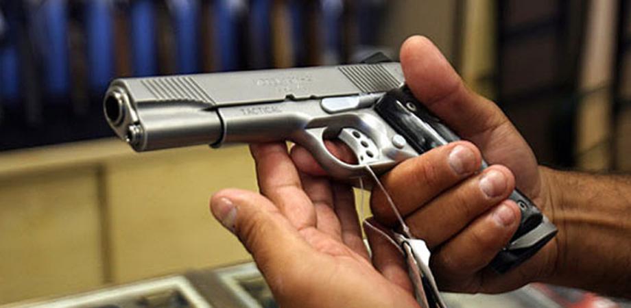 Armiere nisseno narcotizzato, rubata pistola. Ragazza fermata dalla Squadra Mobile