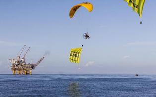 http://www.seguonews.it/stop-trivelle-nel-mare-flash-mob-degli-attivisti-greenpace-accendiamo-il-sole