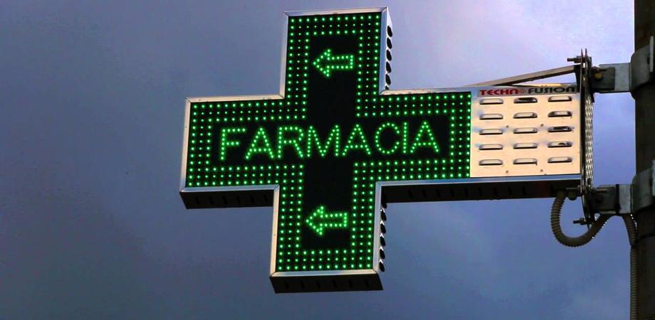 Farmaci contaminati, cittadini prendono d'assalto medici e farmacisti per false liste su WhatsApp