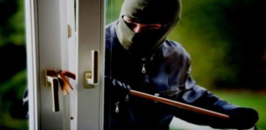 Caltanissetta, furto in una villetta di contrada Fontanelle: ladri portano via soldi e gioielli
