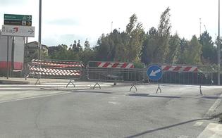 Caltanissetta, in via Averna nella notte qualcuno toglie le transenne e gli automobilisti percorrono il ponte indisturbati