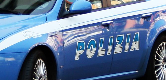 Getta la cocaina dal finestrino alla vista dei poliziotti: 24enne nisseno segnalato