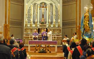 http://www.seguonews.it/san-cataldo-alla-chiesa-madre-lomaggio-floreale-delle-confraternite-della-citta-allimmacolata
