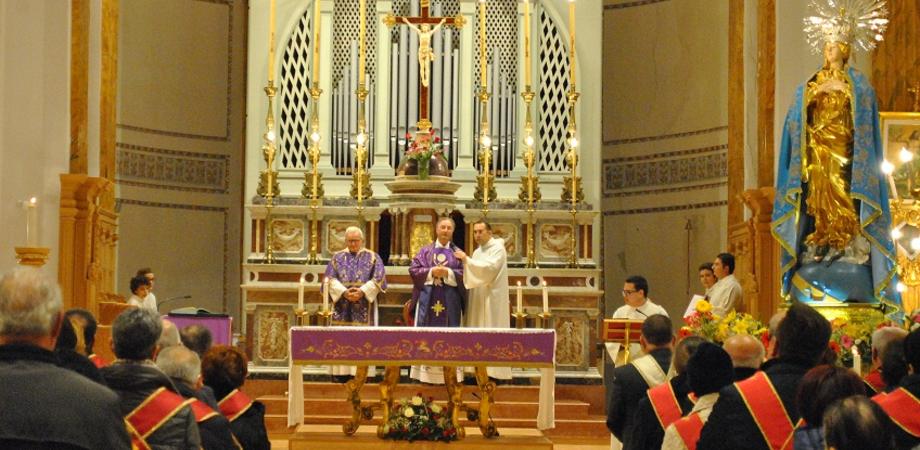 San Cataldo, alla Chiesa Madre l'omaggio floreale delle Confraternite della Città all'Immacolata