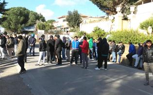 Caltanissetta, in corso una protesta di alcuni immigrati: bloccata la Strada Provinciale 5