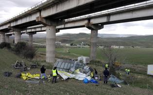 Tragico incidente questa notte sulla A19: camion delle Poste vola da un viadotto muore 55enne