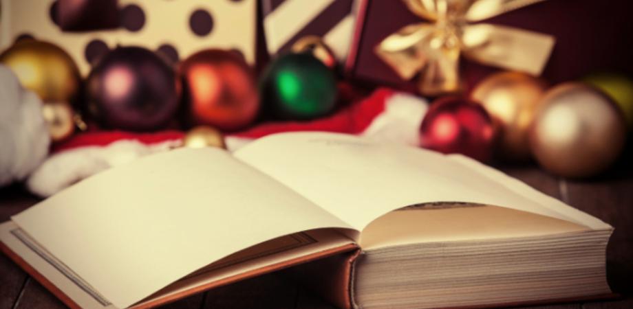 Un regalo di Natale azzeccato? Un libro a tema: ecco i dieci più belli da mettere sotto l'albero
