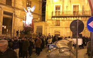 Caltanissetta, Aiello critico: fedeli costretti a passare accanto ai rifiuti per la processione