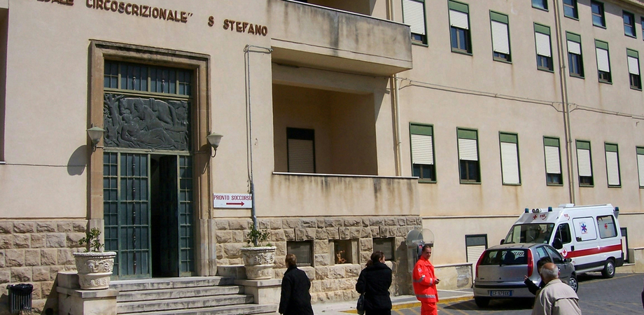 "Furto all'ospedale ""Santo Stefano"" di Mazzarino: ladri portano via materiale informatico da un laboratorio"