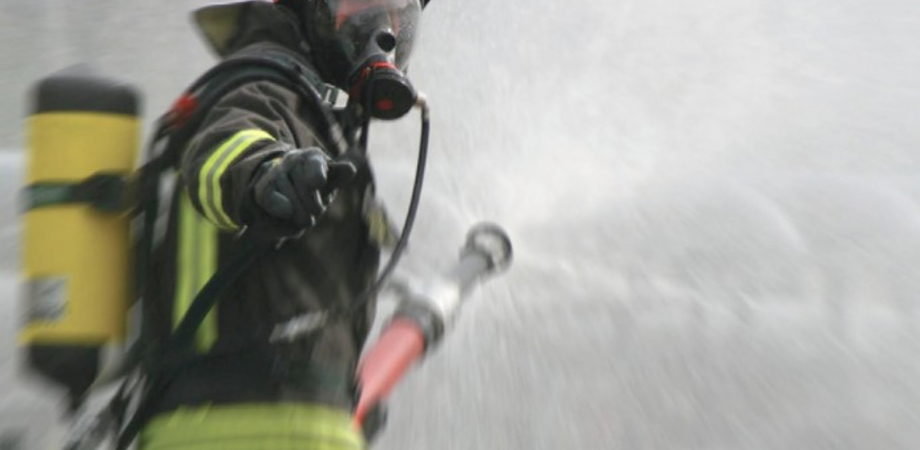San Cataldo, esplode televisore: incendio all'interno di un'abitazione di via Ferrini