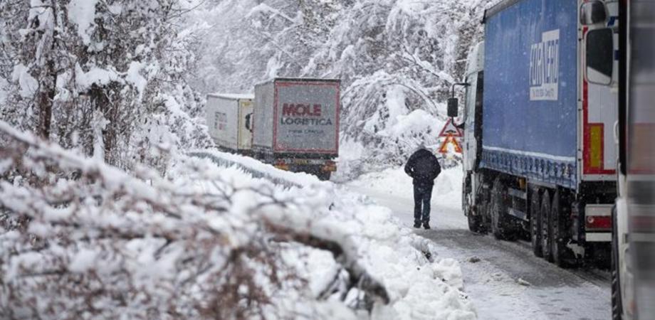 Meteo, la Befana porterà il gelo artico: previsti freddo e neve anche sulla Sicilia