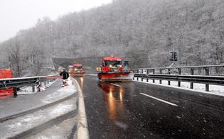 Viabilità, tratti a rischio neve o ghiaccio: scatta l'obbligo di catene a bordo o pneumatici invernali