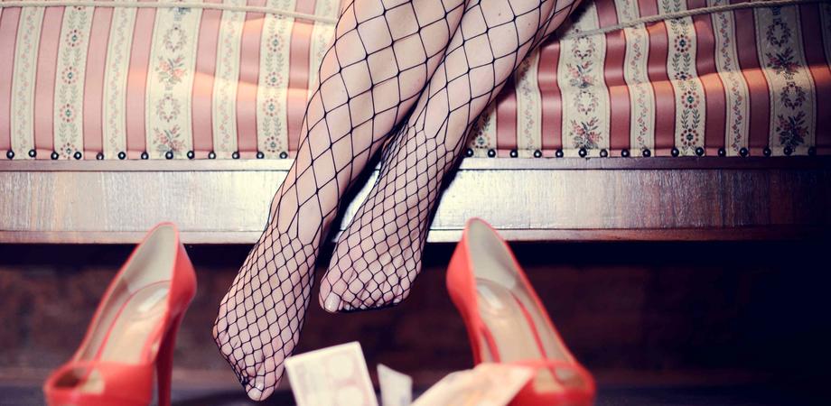 Il giudice e la 16enne costretta a prostituirsi dal fidanzato, si indaga a Caltanissetta