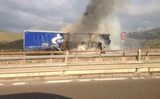 Camion in fiamme sulla A19: si continua a procedere a passo d'uomo tra Enna e Caltanissetta