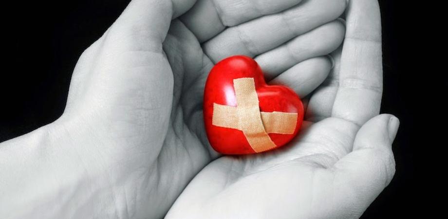 Morire di cuore spezzato? Secondo gli studiosi è possibile. Le relazioni sociali un toccasana